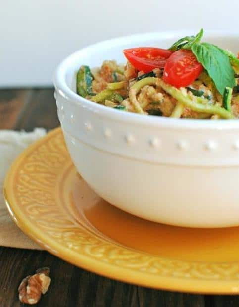 red pepper alfredo zoodles