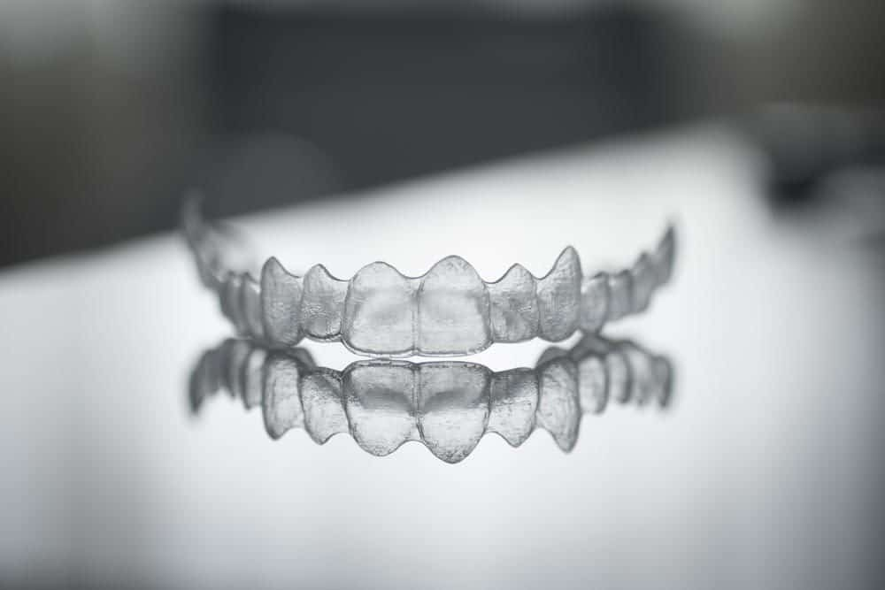 Invisalign vs Smile Direct: Which to Choose For Your Pearly Whites?