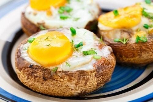 Whole30-5-Ingredient-Baked-Egg-Mushrooms