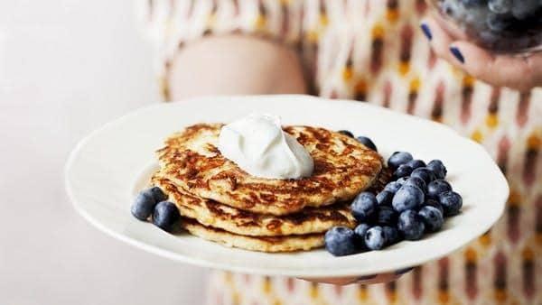 keto-pancakes-blueberries