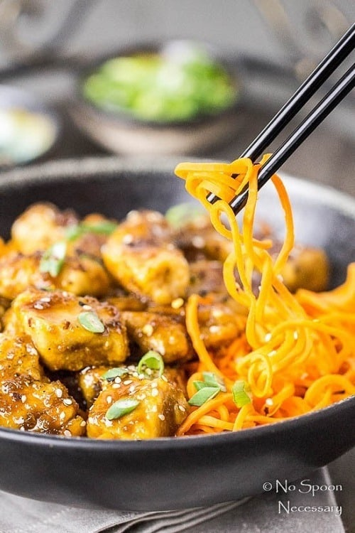 Spiralized-Carrot-Noodle-Bowls-with-Honey-Ginger-Garlic-Chicken
